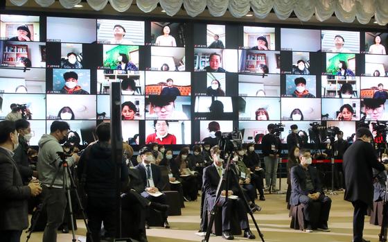 지난 3월 대구 북구 엑스코(EXCO)에서 대구경북행정통합공론화위원회 주최로 각계 전문가와 대구경북 시도민이 온·오프라인으로 참여하는 대구경북행정통합 권역별 대토론회가 열리고 있다. 뉴스1