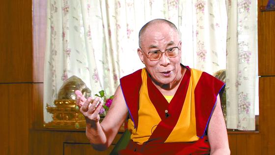 티베트의 영적 지도자로 1989년 노벨평화상을 수상한 제14대 달라이 라마(본명 텐진 가초). 중앙포토