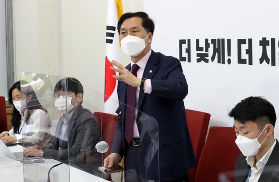 김기현 국민의힘 신임 원내대표가 2일 국회에서 열린 기자간담회에서 발언하고 있다. [뉴스1]