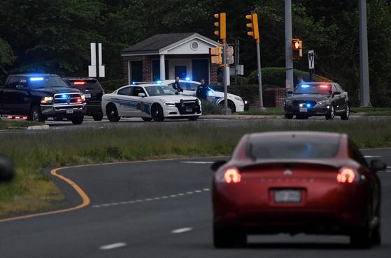 3일(현지시간) 미국 버지니아주 소재 중앙정보국(CIA) 본부 출입구 앞에서 경찰 차량들이 보이고 있다. AFP=연합뉴스