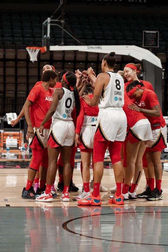 WNBA 라스베이거스에서 새 시즌을 준비 중인 박지수(맨 오른쪽). [사진 라스베이거스 에이시스 홈페이지]