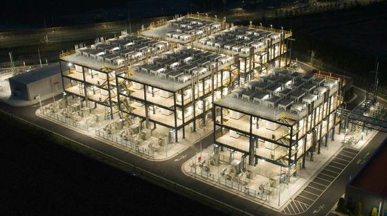 두산퓨얼셀이 연료전지 주기기 114대를 공급한 세계 최초·최대 연료전지발전소인 대산 수소연료전지발전소. [사진 두산그룹]