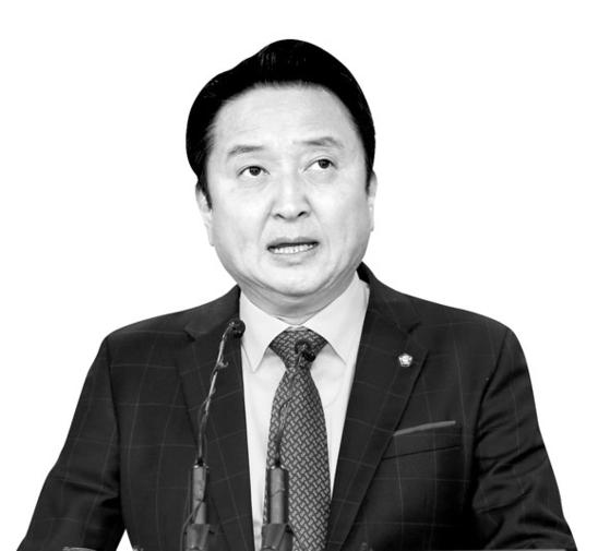 김영환 의원이 8일 국회 정론관에서 더불어민주당 탈당 기자회견을 하고 있다.