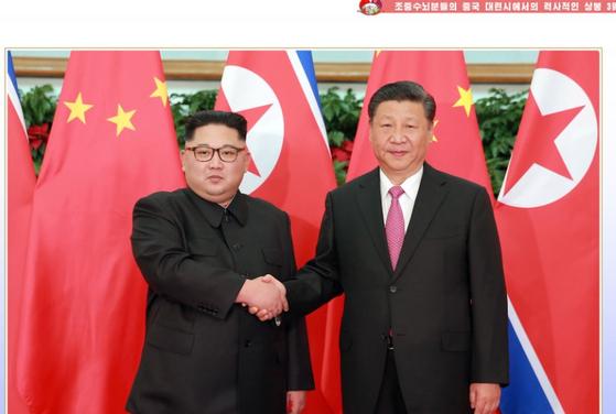 북한의 대외 선전 화보인 「조선」5월호가 3년전 중국 다롄에서 열린 북중 정상회담을 집중 부각했다. [「조선」5월호 캡처]