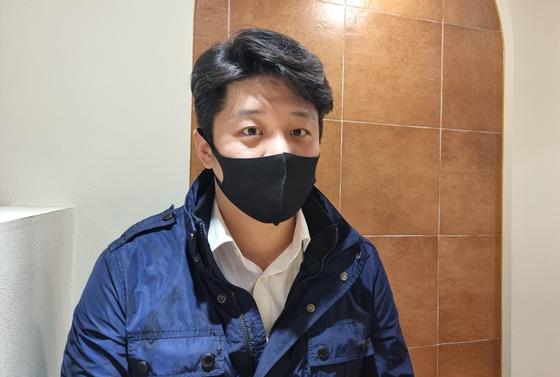 김정식(34)씨가 4일 서울시 마포구에서 진행된 중앙일보 인터뷰에서 소회를 밝히고 있다. 정은혜 기자