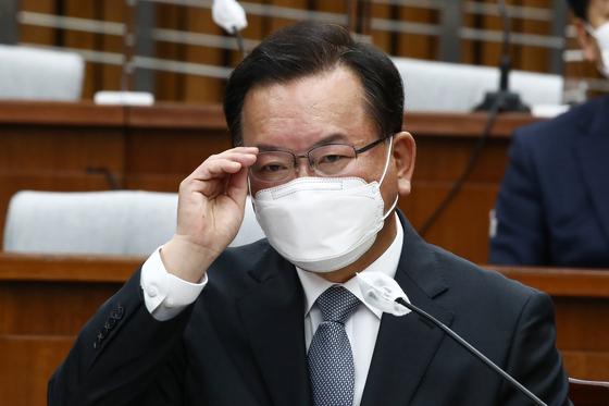 김부겸 국무총리 후보자가 6일 서울 여의도 국회에서 열린 인사청문회에 출석하고 있다. 연합뉴스