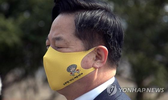 김두관 민주당 의원은 6일 정세균 전 국무총리를 만나 경선연기론 필요성을 제기했다. 연합뉴스