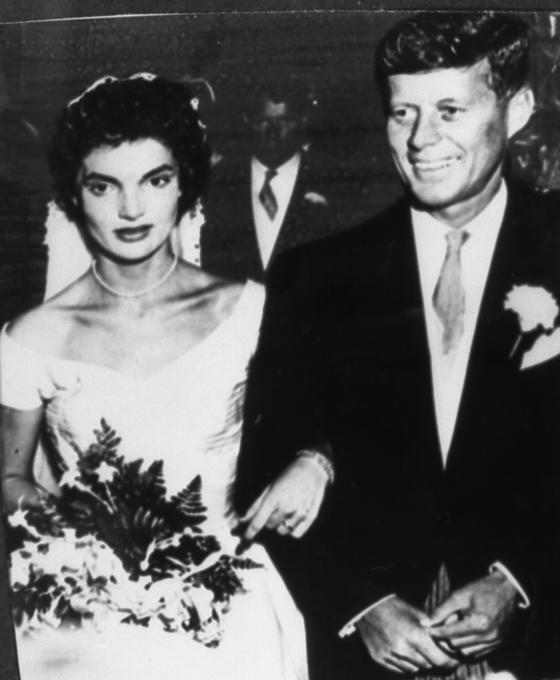 케네디 전 대통령과 부인 재클린의 결혼 사진. [중앙포토]