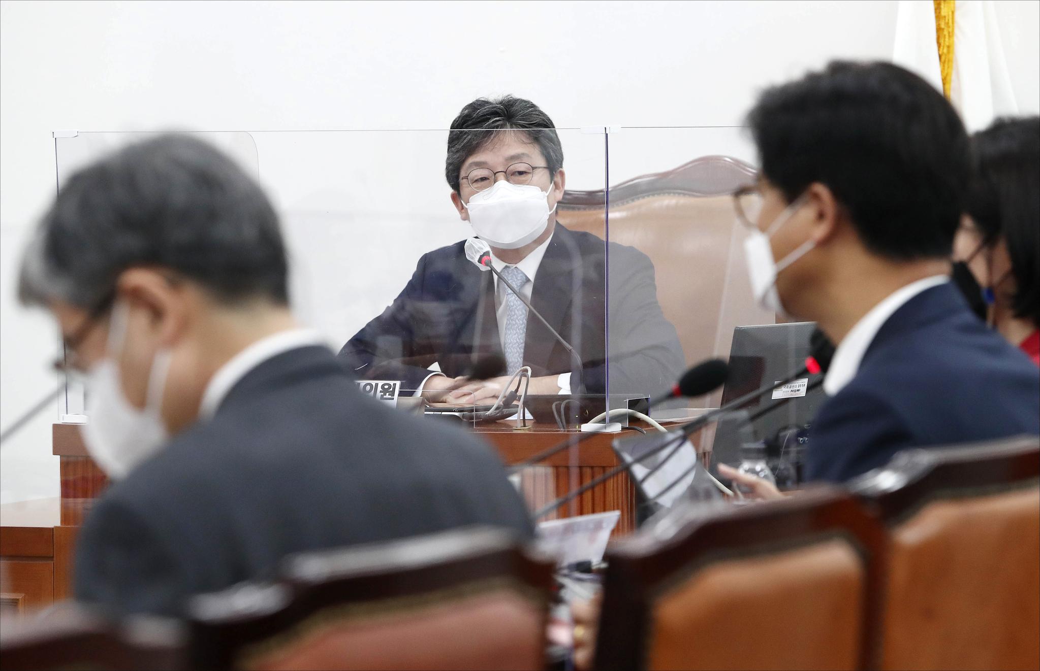 유승민 전 의원이 6일 오전 서울 여의도 국회에서 열린 국민의힘 초선모임 '명불허전 보수다'에서 국민 신뢰를 얻기 위한 당 개혁을 주제로 강연을 하고 있다. 뉴스1