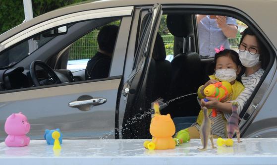 드라이브 스루로 즐기는 어린이날