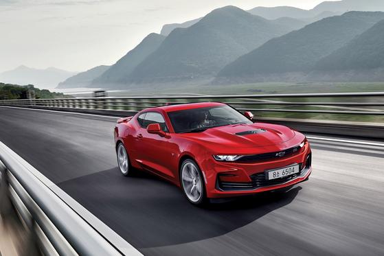 (서울=뉴스1) = 쉐보레(Chevrolet)가 디자인과 편의사양을 업그레이드한 2021년형 '더 뉴 카마로 SS(The New Camaro SS)'를 선보이며 26일 사전계약에 돌입했다. (쉐보레 제공) 2020.10.26/뉴스1