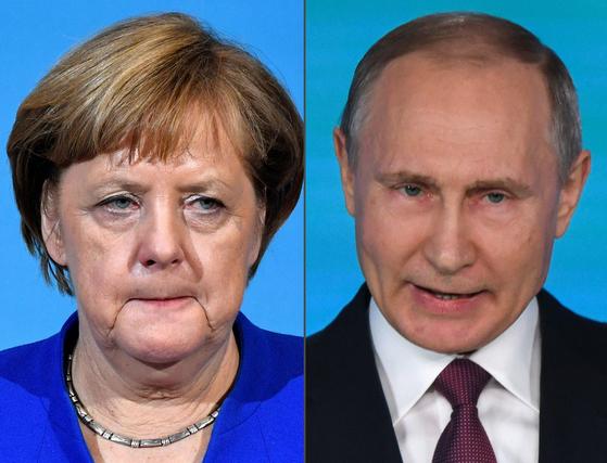5일(현지시간) 코로나19 백신에 대한 지식재산권을 면제하자는 조 바이든 대통령의 제안에 대해 앙겔라 메르켈(왼쪽) 독일 총리는 반대 의사를, 블라디미르 푸틴 러시아 대통령은 환영 입장을 밝혔다고 외신들이 보도했다.[AFP=연합뉴스]