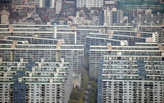 똑같은 높이로 지어진 강남 일대 아파트의 모습. [연합뉴스]