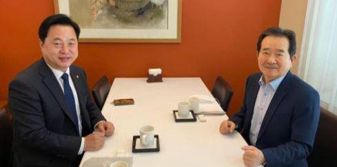 김두관 민주당 의원(왼쪽)이 6일 정세균 전 국무총리와 조찬을 함께 했다. [페이스북 캡처]