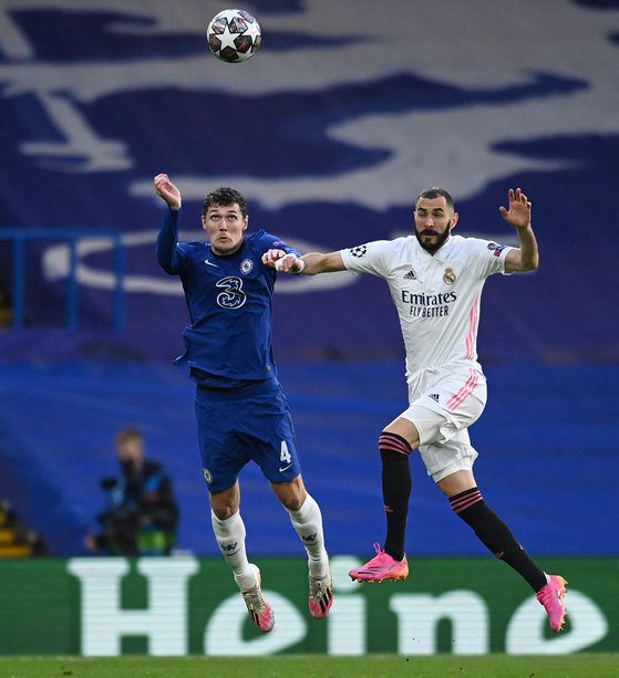 크리스텐슨(왼쪽)이 활약한 첼시가 결승에 올랐다. [AFP=연합뉴스]