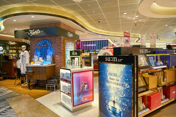 싱가포르 창이 공항의 신라면세점. shutterstock