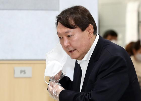 윤석열 대선 지지율 34.4%···이재명 10%p 차이로 따돌렸다