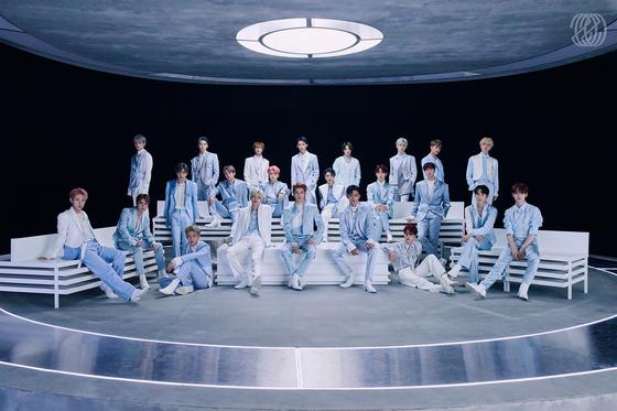 지난해 10월 정규 2집을 발표한 NCT. 각종 유닛으로 활동하고 있는 멤버들 23명이 전부 모였다. [사진 SM엔터테인먼트]