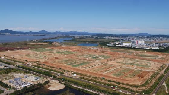 지난해 9월부터 서울·인천·경기에서 나오는 쓰레기를 처리하는 인천 서구 수도권매립지 3-1매립장. 환경부는 3-1 매립장을 2027년까지 사용가능할 것으로 보고 있다. 현재 사용중인 매립지가 포화된 후 사용할 대체매립지 공모가 오는 10일부터 진행된다. 사진 수도권매립지공사