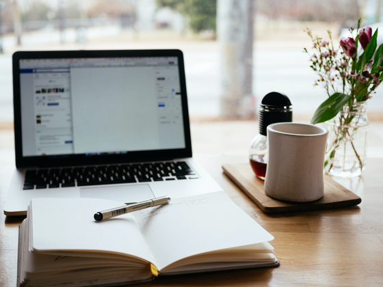 시간과 노력을 통해 이루어지는 일인데도 아직 글은 돈 주고 사야 하는 상품이라는 인식이 희박하다. 유명작가가 아닌 아래 단계에서 노력 분투하고 있는 작가에게는 더욱 그렇다. [사진 unsplash]
