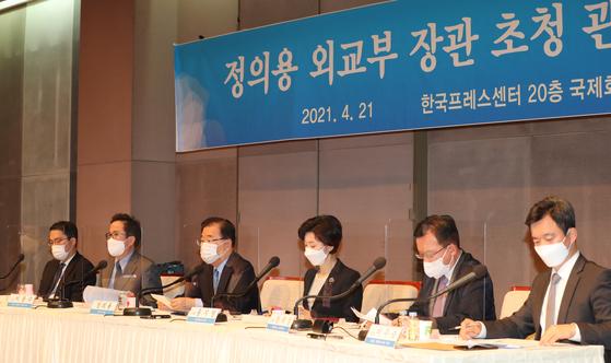 정의용 외교부 장관이 4월 21일 관훈토론회에서 기조연설을 하고 있다. [연합뉴스]