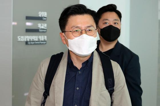 황교안 전 미래통합당(국민의힘 전신) 대표가 지난 5일 오전 인천국제공항을 통해 방미길에 올랐다. 그는 전략국제문제연구소(CSIS) 초청으로 미국 워싱턴DC를 방문중이다. 뉴스1