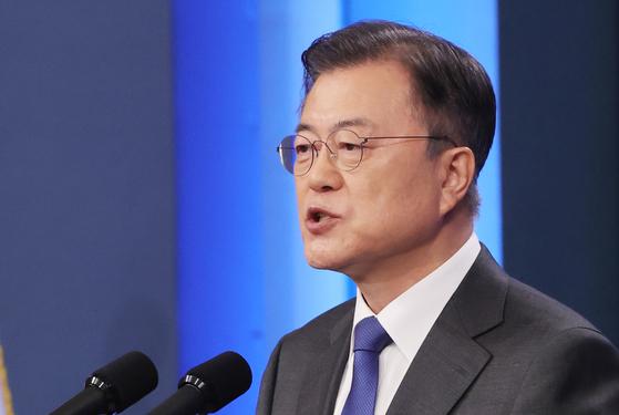 문재인 대통령이 10일 청와대 춘추관 대브리핑룸에서 취임 4주년 특별연설을 하고 있다.