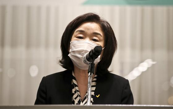 심상정 정의당 의원이 10일 오후 서울 켄싱턴호텔 여의도에서 열린 '대전환의 시대, 새로운 정치의 모색' 정치개혁 토론회에서 인사말을 하고 있다. 오종택 기자