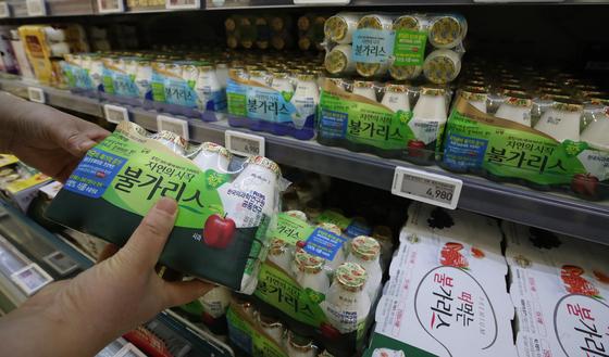 서울 시내 한 대형마트에 불가리스가 진열되어 있다.  유통업계에 따르면 세종시는 지난달 16일 남양유업 세종공장에 식품표시광고법 위반으로 2개월간 영업정지 행정처분을 부과한다는 내용의 사전 통보를 했다. 뉴스1