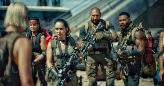 '아미 오브 더 데드' 주인공 스콧(가운데)과 용병들. [사진 넷플릭스]