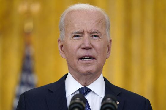 조 바이든 미국 대통령이 10일(현지시간) 백악관 이스트룸에서 미국의 경제 상황에 대해 브리핑하고 있다. [AP=연합뉴스]