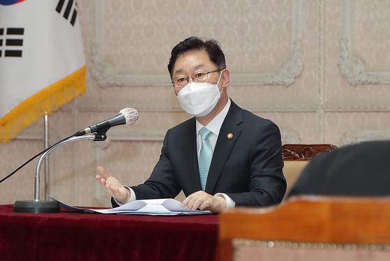 박범계 법무부 장관이 11일 정부과천청사에서 열린 법조출입기자 간담회에서 발언하고 있다. 연합뉴스
