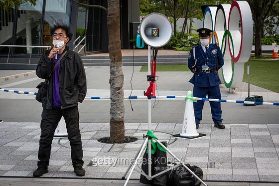 일본 시민이 올림픽을 취소하라는 시위를 하고 있다.  사진=게티이미지