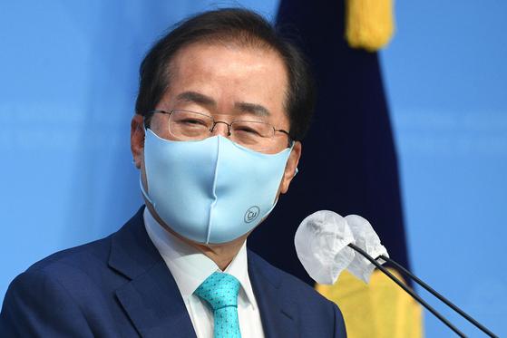 홍준표 무소속 의원이 지난 10일 오전 서울 여의도 국회 소통관에서 기자회견을 열고 국민의힘에 복당할 것을 밝히고 있다. 뉴스1