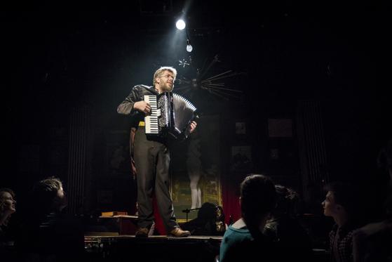 2012년 뉴욕 초연한 뮤지컬 '나타샤, 피에르 그리고 1812년의 위대한 혜성'에서 피에르 역으로 출연한 데이브 말로이. [사진 쇼노트]