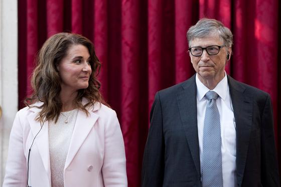 마이크로소프트(MS) 창업자 빌 게이츠(오른쪽)와 멀린다 게이츠. 로이터=연합뉴스
