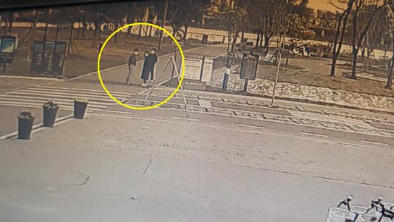 25일 오전 5시 50분쯤 반포공원 CCTV에 나온 A씨측 가족의 모습. 최연수 기자
