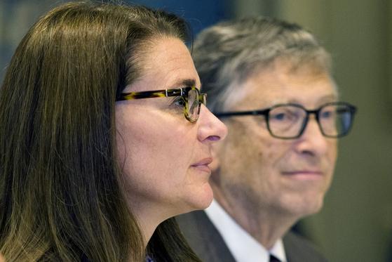 빌 게이츠 마이크로소프트(MS) 창업자(오른쪽)와 멀린다 게이츠. 로이터=연합뉴스