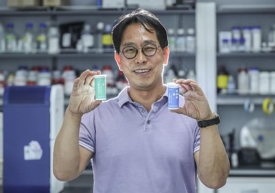 """윤은섭 오라팜 대표는 11일 """"국내 최초로 구강유산균을 만들었다""""고 말했다. 김성룡 기자"""