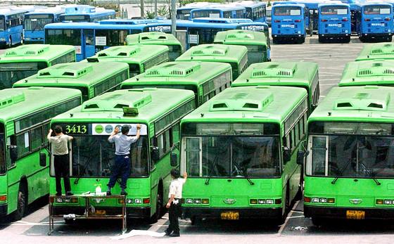 집 코앞에 생긴 버스 회차지에서 발생하는 소음에 대해 지자체와 버스회사에서 배상을 해야한다는 결정이 나왔다. 사진은 기사와 관련없음. 중앙포토