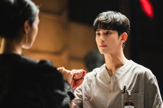 백상예술대상 최우수 연기상 후보에 오른 tvN '사이코지만 괜찮아' 김수현. [사진 각 방송·제작사]