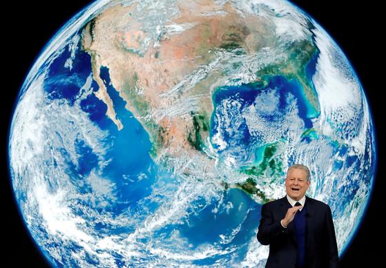 2019년 다보스포럼에서 연설하는 앨 고어 전 부통령. 1993년부터 2001년까지 미국 부통령을 지낸 그는 은퇴 후 환경운동가로 변신해 기후변화의 심각성을 알리는 일을 해왔다. REUTERS=연합뉴스