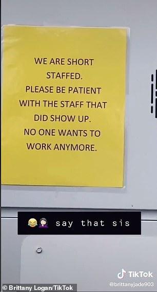 일할 사람이 없다고 호소하는 미국 텍사스주 맥도널드 매장 안내문. [사진 틱톡]
