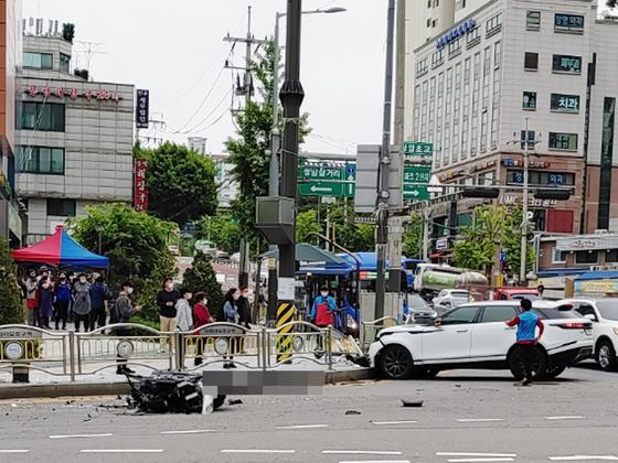 지난 10일 오전 10시 28분쯤 서울 마포구 상암동 상암초등학교 앞 사거리에서 아나운서 출신 방송인 박신영의 스포츠유틸리티차(SUV)와 오토바이가 충돌해 오토바이 운전자가 사망하는 사고가 발생했다. 김형진 기자