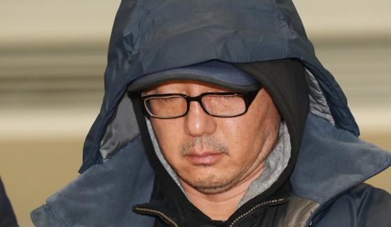 정태수 전 한보그룹 회장의 넷째 아들 정한근씨가 지난 2019년 6월22일 인천국제공항을 통해 송환되고 있다.   뉴스1