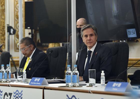 지난 5일 영국에서 열린 G7 외교장관 회의에 참석한 토니 블링컨 미국 국무부 장관. 블리컨은 이날 ″북한이 말 뿐 아니라 실제 행동까지 하는지 지켜보겠다″고 밝혔다. [AP=연합뉴스]