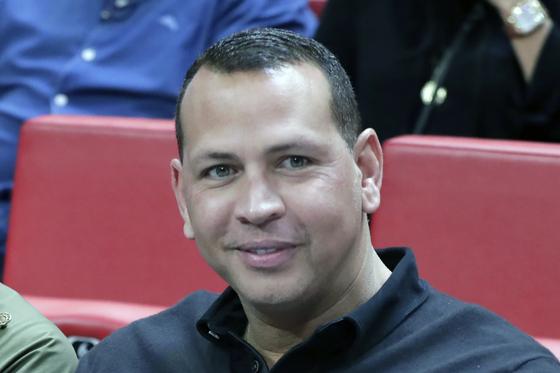 야구스타 알렉스 로드리게스가 NBA 미네소타 팀버울브스를 인수했다. 마이이매 히트와 LA 레이커스의 NBA 경기를 관전하는 로드리게스. [AFP=연합뉴스]