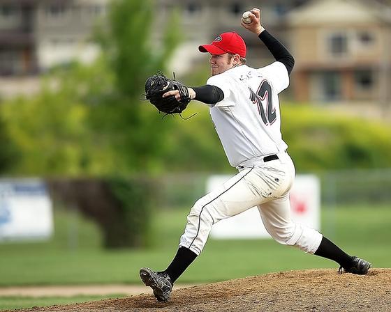 투수는 다리, 하체, 코어를 모두 이용해야 좋은 투구가 나온다. 발에서 시작된 움직임이 고관절을 통과해 허리를 지나야 하고, 이때 어깨와 팔꿈치를 잘 이용해야 한다. [사진 pixabay]