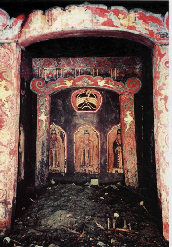 Inside the tombs of the 2nd queen queens buried together in the royal tomb of Owolguk. [웨이보 캡쳐]