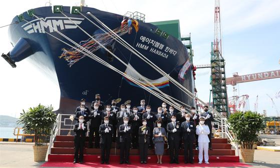 13일 현대중공업 울산조선소에서 초대형 컨테이너선 'HMM 한바다호'의 명명식이 열리고 있다. 사진 HMM